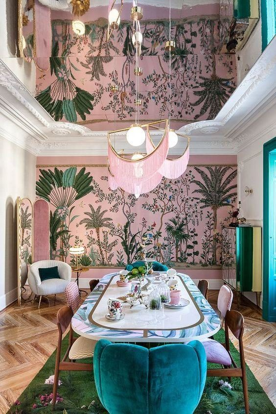Jantar contemporâneo com papel de parede tropical fundo rosa