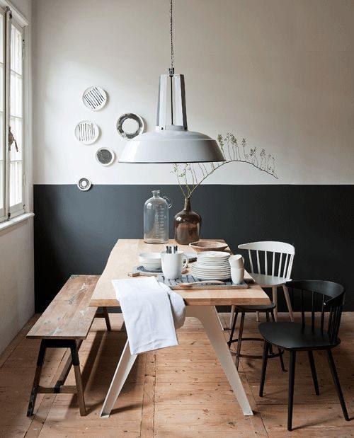 meia parede pintada de preto na sala de jantar.